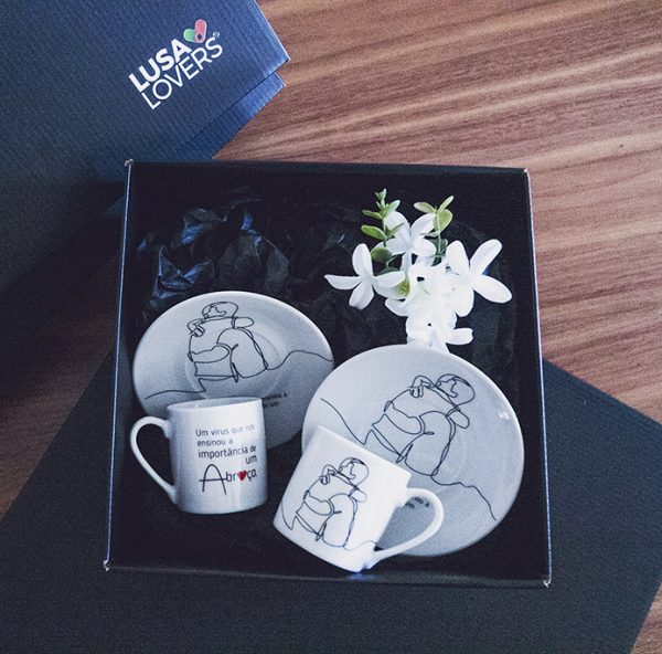 chávena cafe na caixa